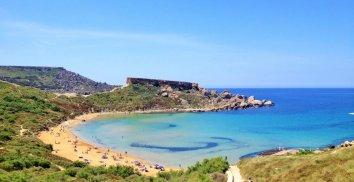Ghajn-Tuffieha-Riviera-spiaggia-sabbiosa-malta